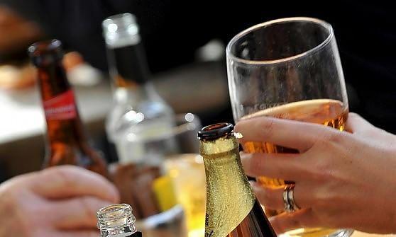 """A tutta birra nel Centro storico, scatta l'allarme sui social: """"Iniziativa diseducativa"""""""