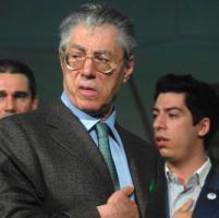 Soldi riciclati all'estero,  Umberto Bossi rinviato a giudizio a Genova