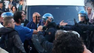 Genova, tensione e cariche  al comizio di Salvini a De Ferrari       Ft