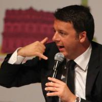 RepIdee 2015, la 'politica' dei gesti: Matteo Renzi sul palco