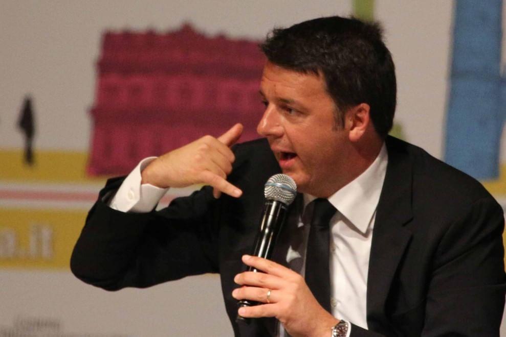 """RepIdee 2015, la """"politica"""" dei gesti: Matteo Renzi sul palco"""