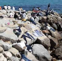 Ventimiglia,quarto giorno sulla scogliera, il Comune chiede sostegno, la Regione dice no