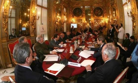 Il consiglio dei 33 svolta alla camera di commercio for Composizione della camera dei deputati