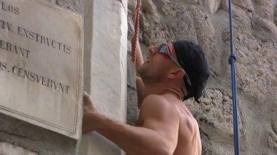 Arrampicata sul Medioevo, Tazio il climber scala Porta Soprana