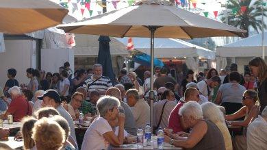 Festa dell'Unità, aspettando i big  è coda ai ristoranti   Foto