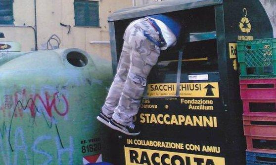Povertà, boom di abiti riciclati con la Caritas