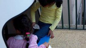 """S. Quirico, le scarpe da ginnastica riciclate """"regalano"""" il parco giochi"""