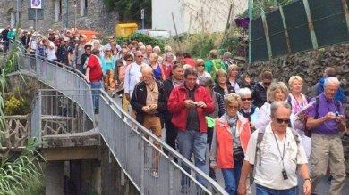 """Troppi turisti alle 5 Terre, il Porto di Spezia attacca: """"Problema dei sindaci""""    vd"""
