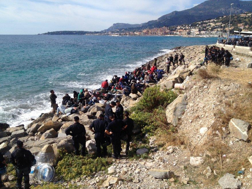 profughi tornano sugli scogli