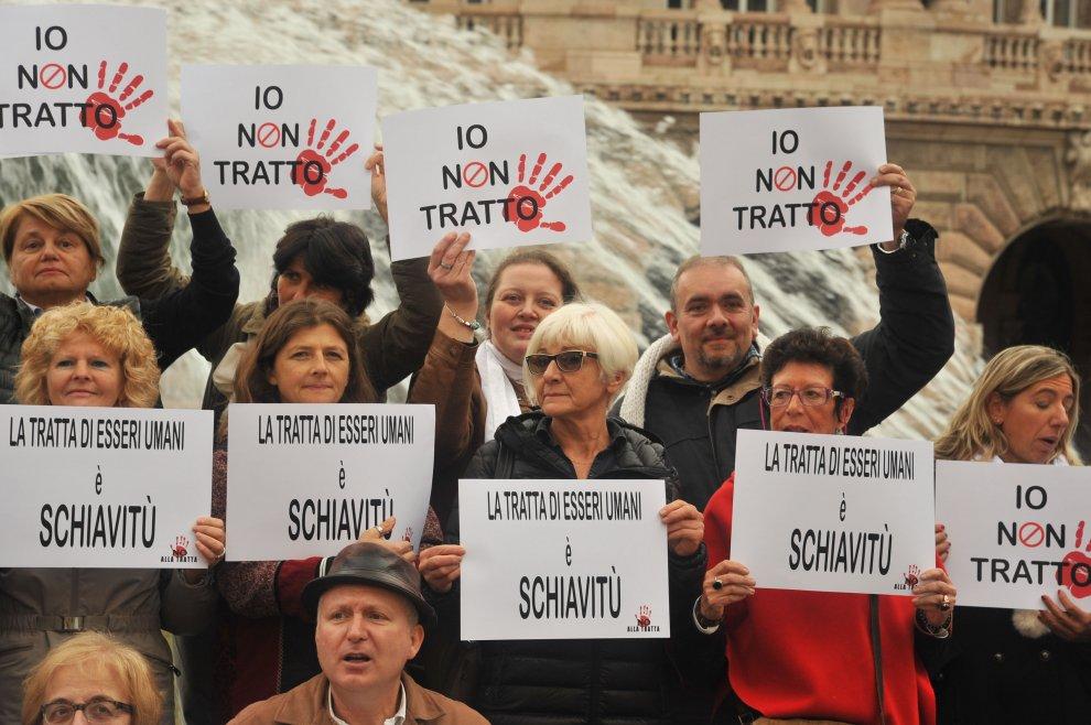Contro la tratta, il flashmob a De Ferrari