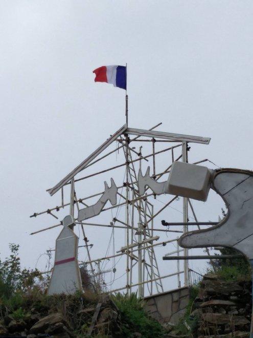 Manarola, la bandiera francese sul presepe luminoso