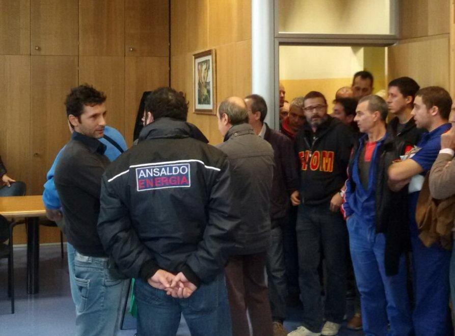 Amianto, 200 lavoratori occupano gli uffici Inps
