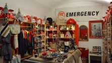 Emergency, a incartare  i regali anche Shel  e Carla Signoris