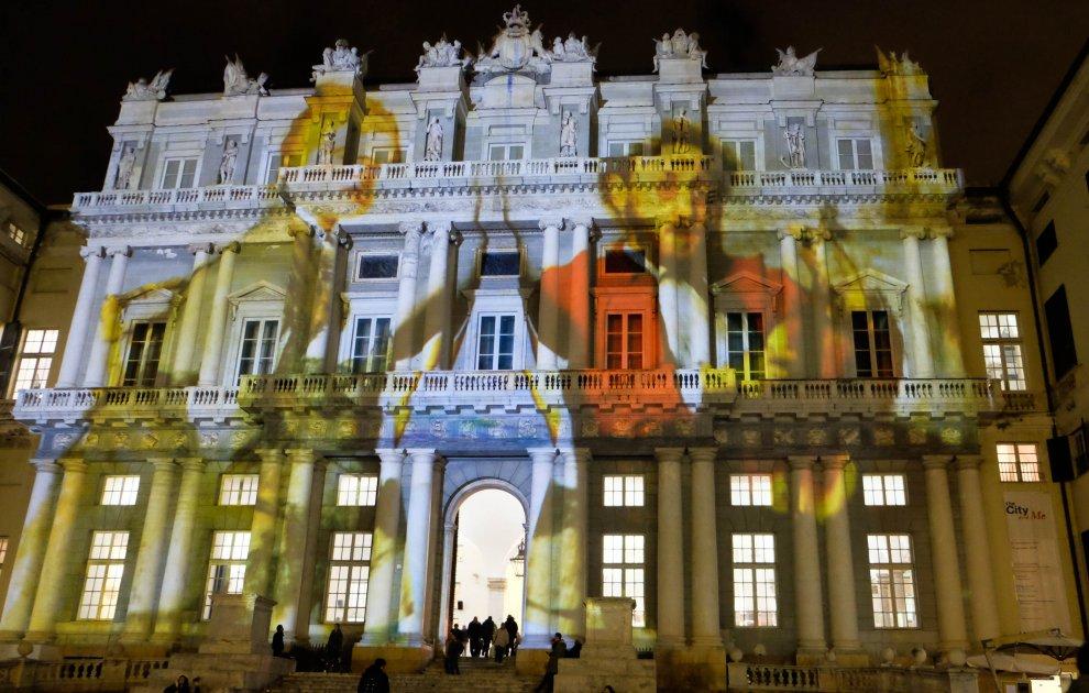 Genova, lo show di luci svela gli Impressionisti sulla facciata del Ducale