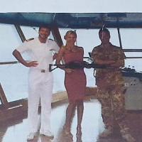 Foto con mitra e comandante, ricatta la Costa Crociere
