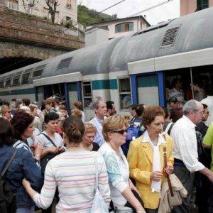 """Liguria, caos treni pendolari, ora  la Regione fa scattare l'orario di """"riparazione"""""""