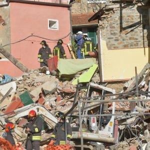Addio alle vittime del crollo di Arnasco: ma il parroco non benedice la salma di Aicha