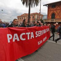 Ilva, gli operai bloccano Cornigliano: