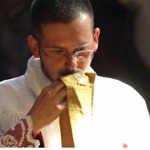 Benedizione rifiutata ad Aicha al funerale, il parroco di Arnasco chiede scusa