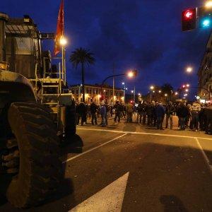 Genova, sarà in fabbrica la notte degli operai Ilva  (foto - video)