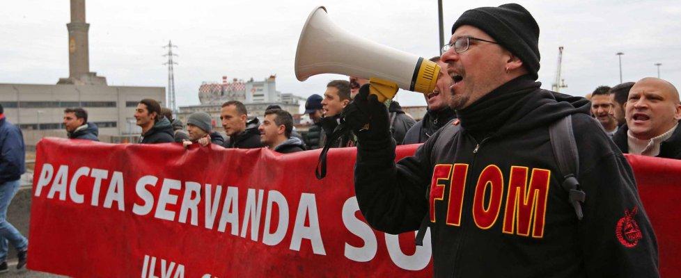 """Ilva, secondo giorno di rabbia a Genova, tolto il blocco: Camusso: """"Siamo con voi""""  (foto-video)"""