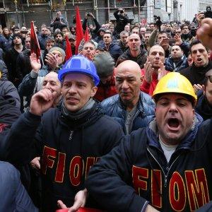 Ilva, gli operai Fiom  vincono: all'incontro ci sarà un sottosegretario (foto-video)