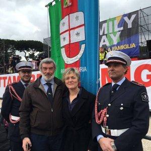 """Liguria, la frase shock del leghista : """"Figlio gay? Gli darei fuoco"""". Salvini: """"Se così, dovrebbe andarsene"""""""