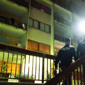 Genova, la moglie vuole lasciarlo, le spara mentre parla al telefono con il figlio