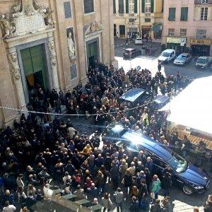 """Francesca, l'abbraccio di Genova: """"Ripartiamo da te e dal tuo esempio"""""""