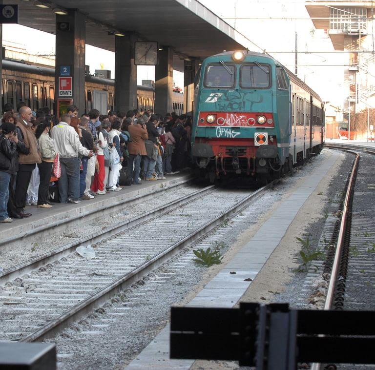 """Treni in Liguria, dopo tre mesi di """"cadenzamento"""" i problemi restano"""