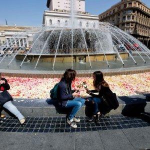 De Ferrari, centomila  petali di rose contro la violenza sulle donne