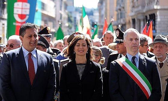 """Boldrini al 25 Aprile a Genova: """"Il referendum non tocca valori fondativi Costituzione"""" Toti fischiato"""