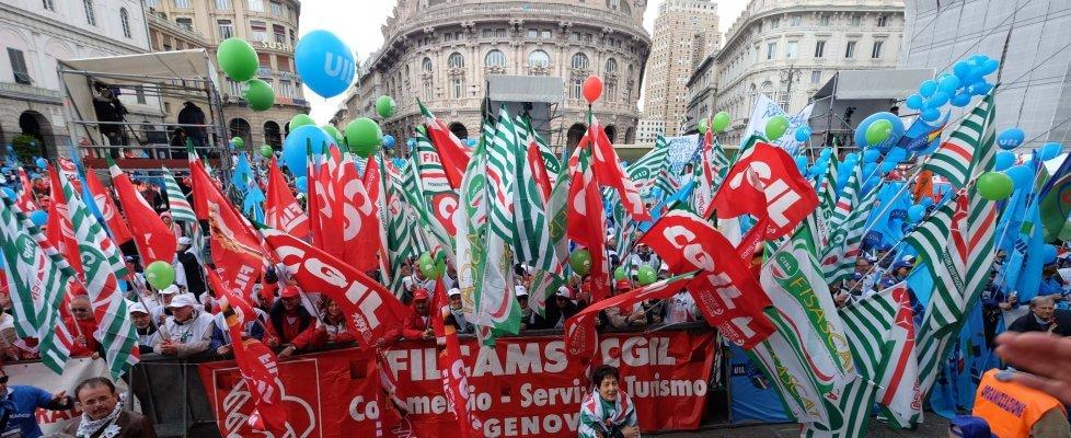 """Genova, il primo maggio unitario dei sindacati: """"priorità al lavoro e ai giovani, o sarà protesta"""""""