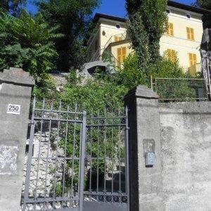 Genova nelle scuole di paese abbandonate le nuove case ad for Seminterrato di case abbandonate