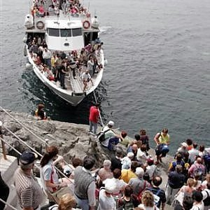 """Cinque Terre, la grande paura dopo le polemiche sui treni: """"Il social bombing farà scappare i turisti"""""""