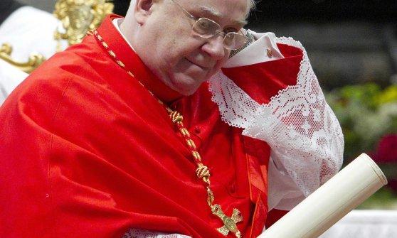 Savona, il cardinal Calcagno indagato per malversazione