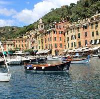 Elezioni, bandiere rosse in piazza a Portofino