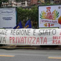 Sciopero trasporto pubblico, presidio davanti a sede Amt Genova