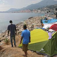 Ventimiglia, i migranti sgomberano la tendopoli ma si spostano alla foce
