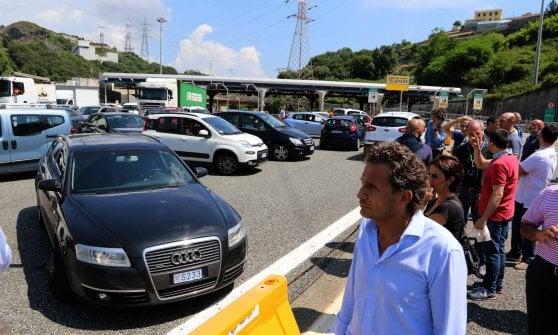 Uscita Genova Aeroporto : Lavoratori in corteo bloccata l uscita di genova