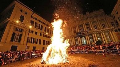 Falò di San Giovanni e Ghost tour,  una notte nei vicoli di Genova   Foto