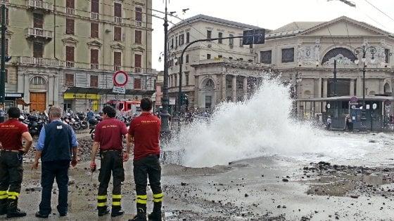 Genova esplode conduttura acqua oltre un metro