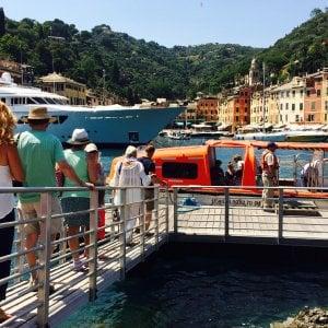 Navi da crociera vicine alla costa, Portofino si spacca tra contrari ed entusiasti