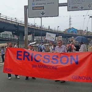 Genova, i cortei bloccano il centro,  il casello chiuso per ore dai lavoratori Ericsson