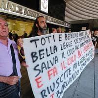 Protesta del trasporto pubblico, consiglio regionale della Liguria a porte