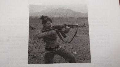 Foto di una ragazza col mitra su Whatsapp  due marocchini arrestati nel Savonese