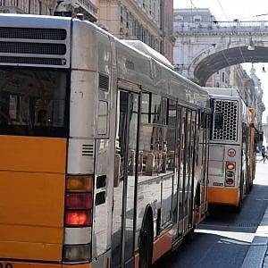 Genova arrivati quattro nuovi bus all 39 amt for Quattro ristoranti genova
