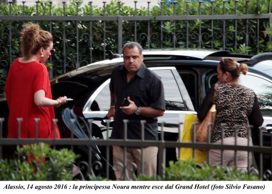 Alassio, la principessa saudita finisce le vacanze, due camion per i bagagli