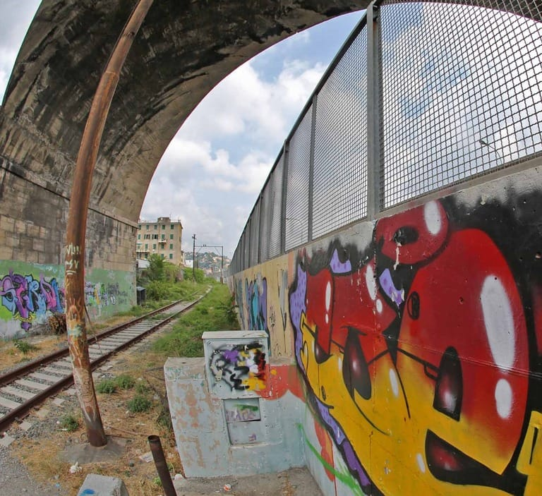 """Il bimbo alle ferrovie: """"Realizzate un parco sui binari di Fegino"""""""