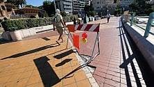 Corso Italia, il pavimento degradato tra buche e sporcizia